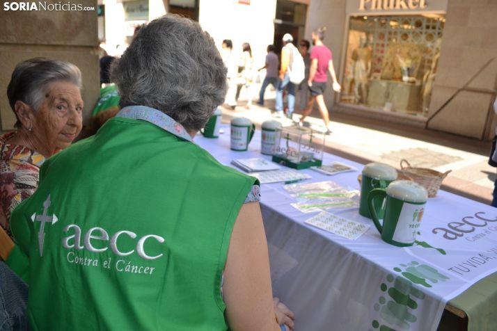 Una mesa de la AECC instalada en la capital. /SN