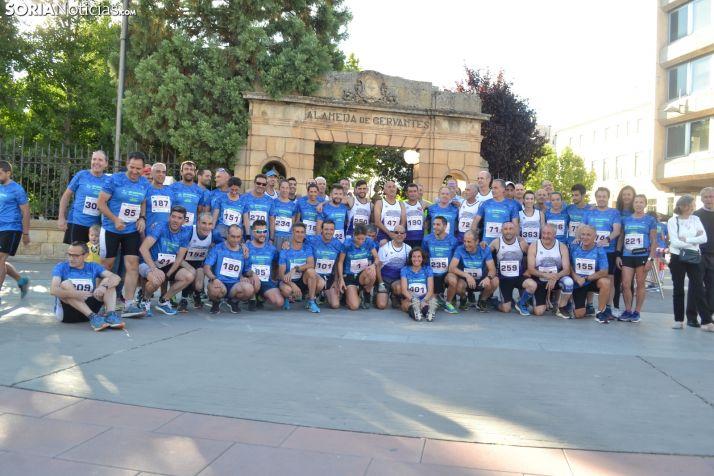 Miembros del club de atletismo antes de iniciar la carrera del año pasado. /SN