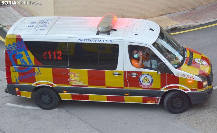 Profesionales del SAMUR alentando a Soria en una de las caravanas sanitarias durante la crisis. /SN
