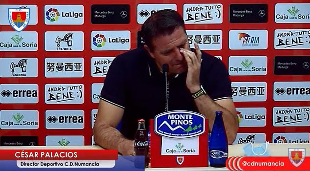 César Palacios, visiblemente emocionado durante la rueda de prensa.