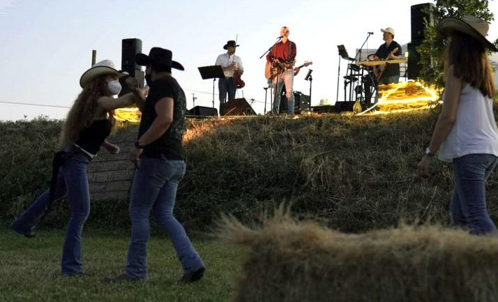 Foto 1 - Continúan los conciertos al aire libre en San Esteban