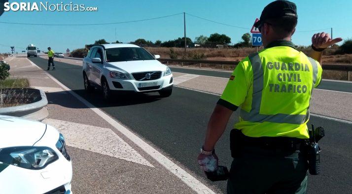 Un control de tráfico de la Guardia Civil. /SN
