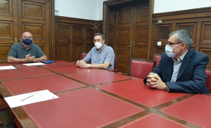 Miguel Latorre (izda.), José Vicente López y Javier Manso. /Subdelegación