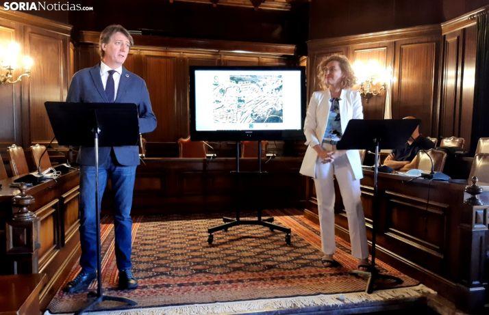Carlos Martínez y María Pardo durante la presentación.