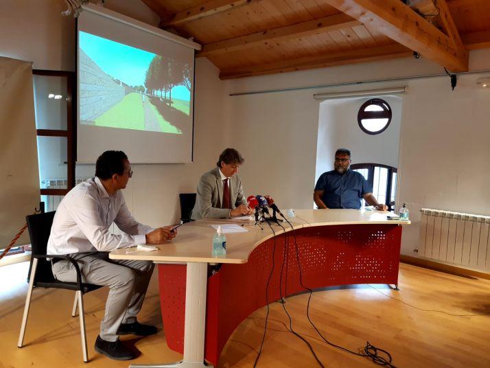 Ramírez, Martínez y Cobos presentan el arranque de las obras de la muralla.