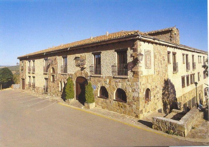 Hotel Leonor Mirón.