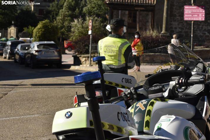 Un Guardia Civil de Tráfico en la localidad de Vinuesa