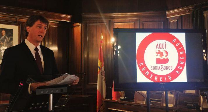 Foto 1 - El Ayuntamiento da a cada vecino 5€ para comprar en Soria