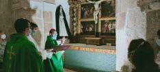 Foto 4 -  Beltejar celebra la rehabilitacón del retablo de la Pasión y las mejoras en la ermita de San Isidro