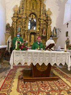 Foto 3 -  Beltejar celebra la rehabilitacón del retablo de la Pasión y las mejoras en la ermita de San Isidro