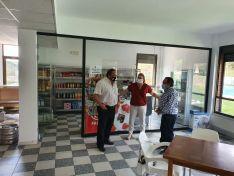Visita de la Diputación a establecimientos multiservicios.