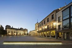 Plaza Mayor con el palacio de los Hurtado de Mendoza, la iglesia de San Miguel y el Ayuntamiento.