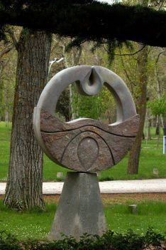 Escultura en el parque de La Arboleda.