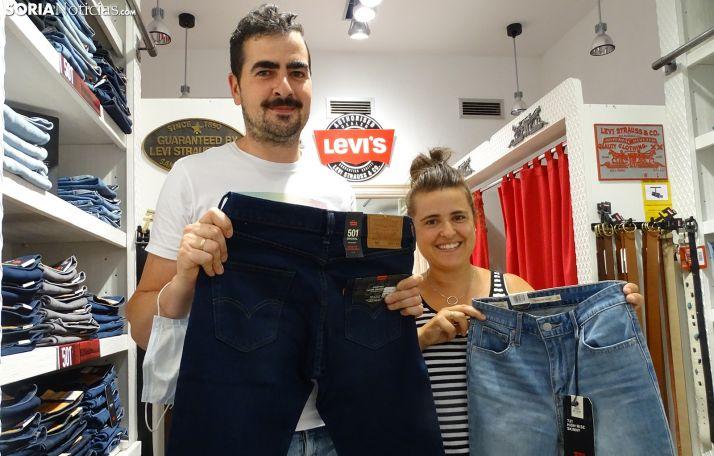 José Miguel Ortega y Lorena Lázaro, en su establecimiento. /SN