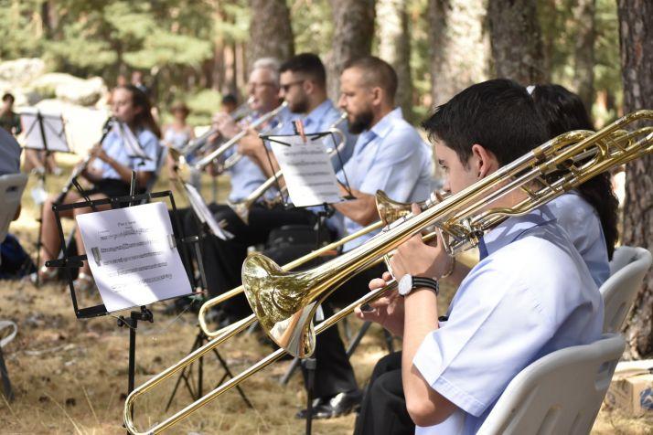 GALERÍA: La banda de Duruelo de la Sierra 'da la nota' en Castroviejo