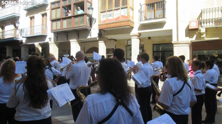 Foto 1 - Un agosto cultural: Vanessa & The Criminals y la Banda Municipal