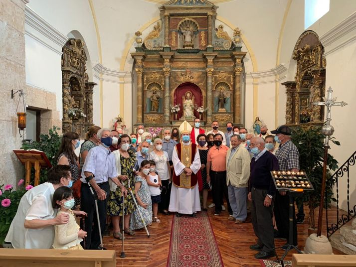 Foto 1 - El Obispo bendice las obras de la parroquia de Carrascosa de Abajo