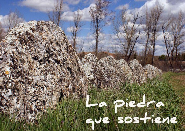 Detalle del cartel del documental 'La piedra que sostiene'.