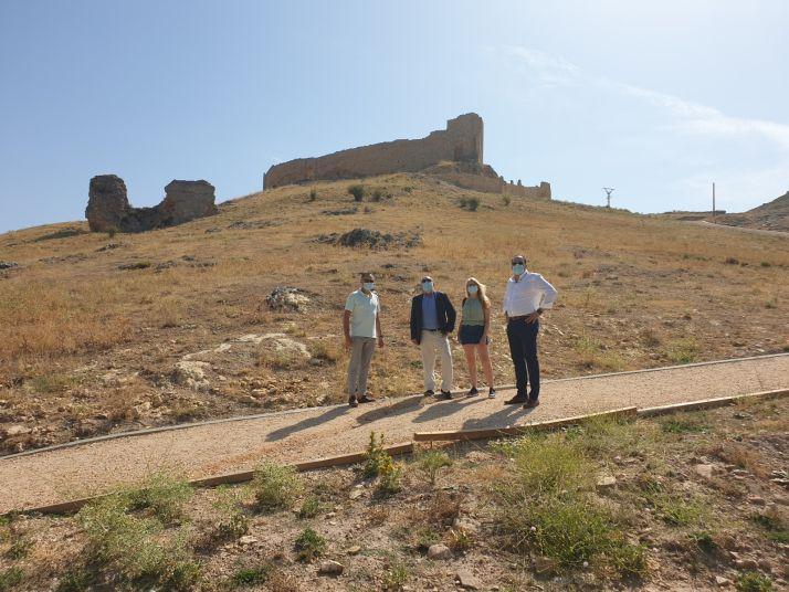 """Foto 2 - Miguel Latorre: """"El Burgo de Osma gana un importante atractivo turístico con la revalorización de su castillo"""""""