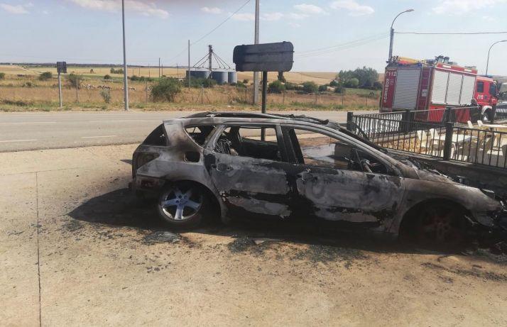 Arde un coche en Barahona