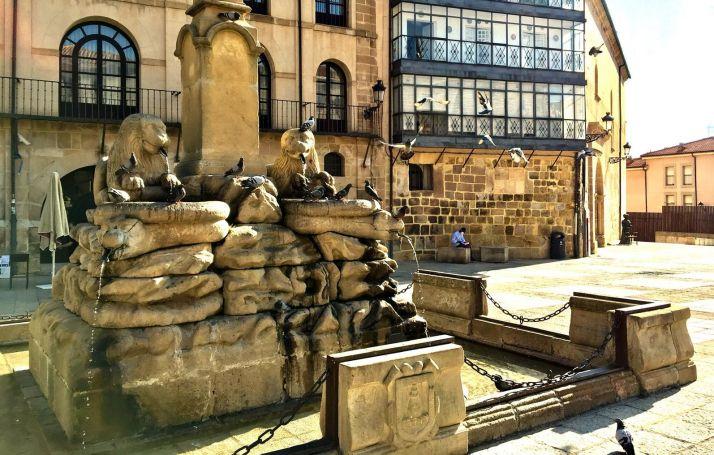 Fuente de los leones en la plaza Mayor de Soria.
