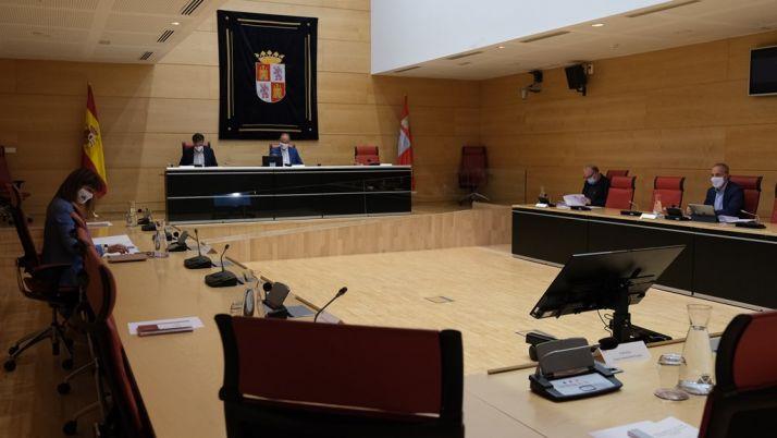 La Mesa y la Junta de Portavoces se reúnen para acordar el calendario de plenos correspondiente al primer período ordinario de sesiones.