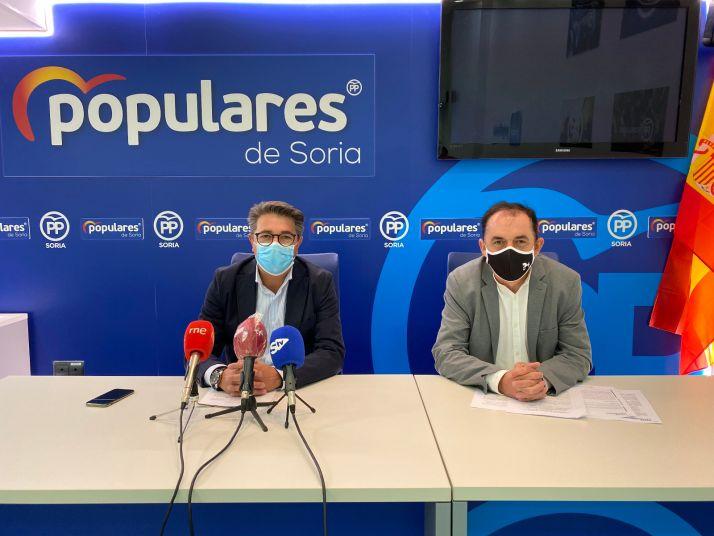 Peregrina y Serrano en la sede del PP de Soria.