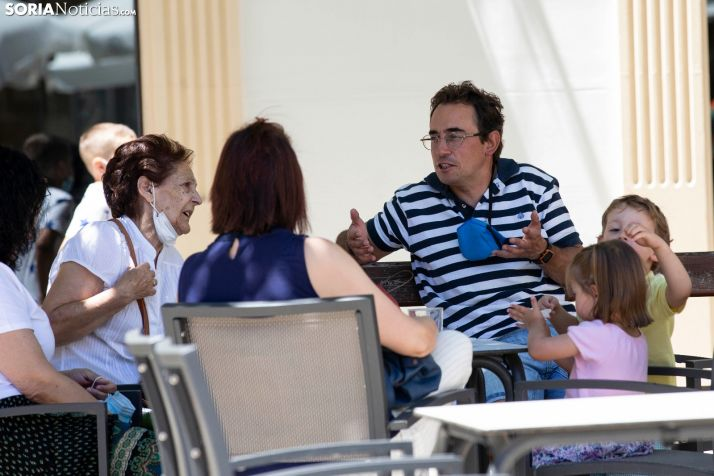 Foto 1 - La Junta aclara que en Castilla y León no se puede fumar en las terrazas
