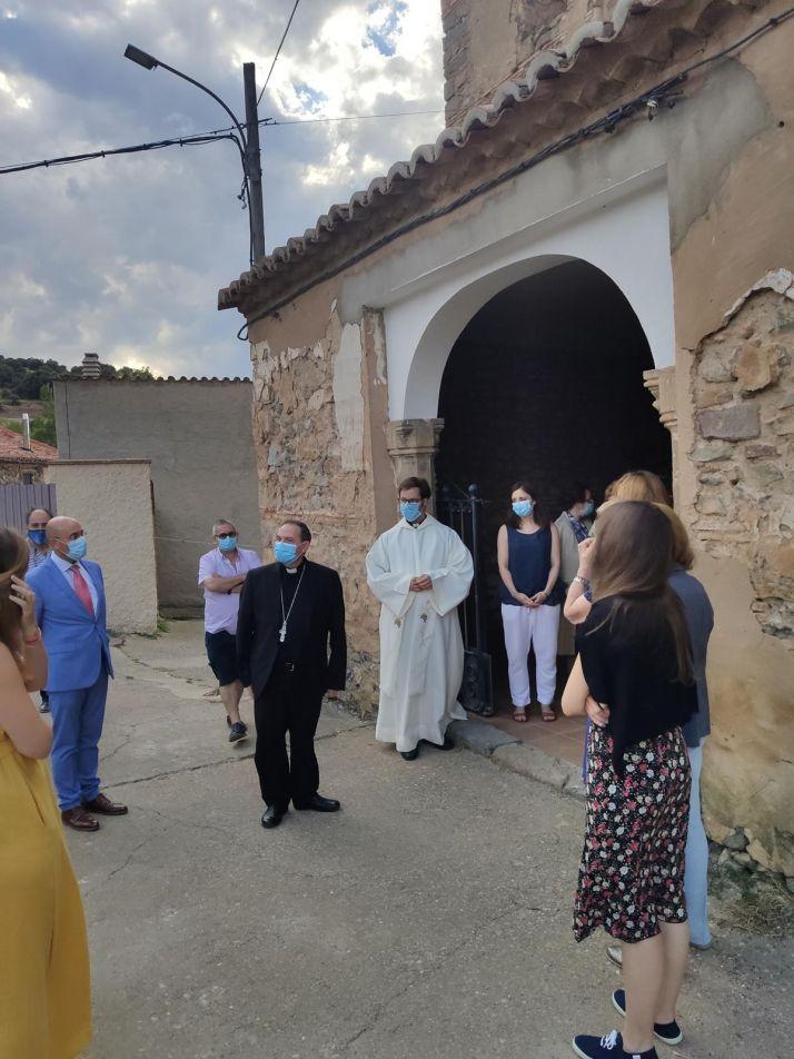 Foto 2 - El Obispo visita Fuentes de Ágreda y bendice las obras de rehabilitación de la parroquia