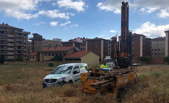 Sondeos efectuados en junio en el terreno que albergará las instalaciones. /SdG