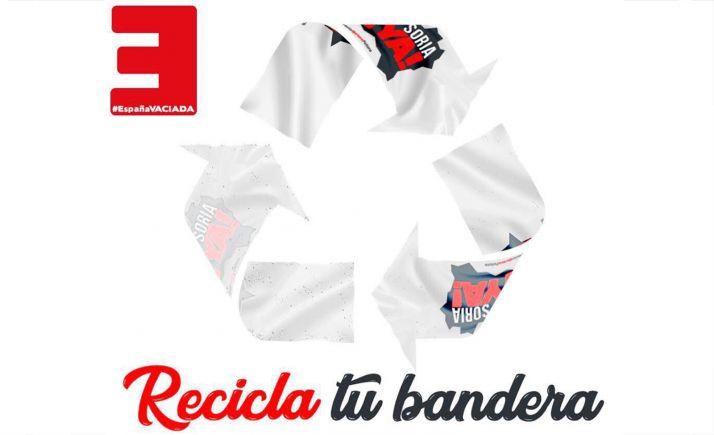 Foto 1 - Campaña de renovación de banderas de la Soria Ya