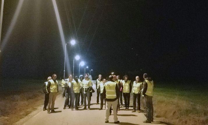 Técnicos en el estudio de iluminación en una zona de la provincia. /Dip.