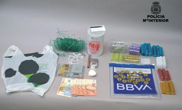 Sustancias, dinero y otros objetos incautados. /CNP