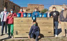 Vecinos de la localidad de Tierras Altas con las dos composteras donadas. /Amatex