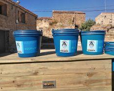 Foto 3 - Amatex dona dos composteras a Amigos de Sarnago