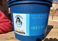 Foto 4 - Amatex dona dos composteras a Amigos de Sarnago