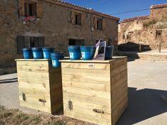 Foto 2 - Amatex dona dos composteras a Amigos de Sarnago