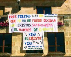 Pancarta en la fachada del Ayuntamiento de Duruelo.