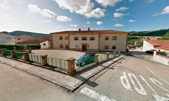 Una imagen del casco urbano de la localidad, con la casa consistorial al fondo. /GM