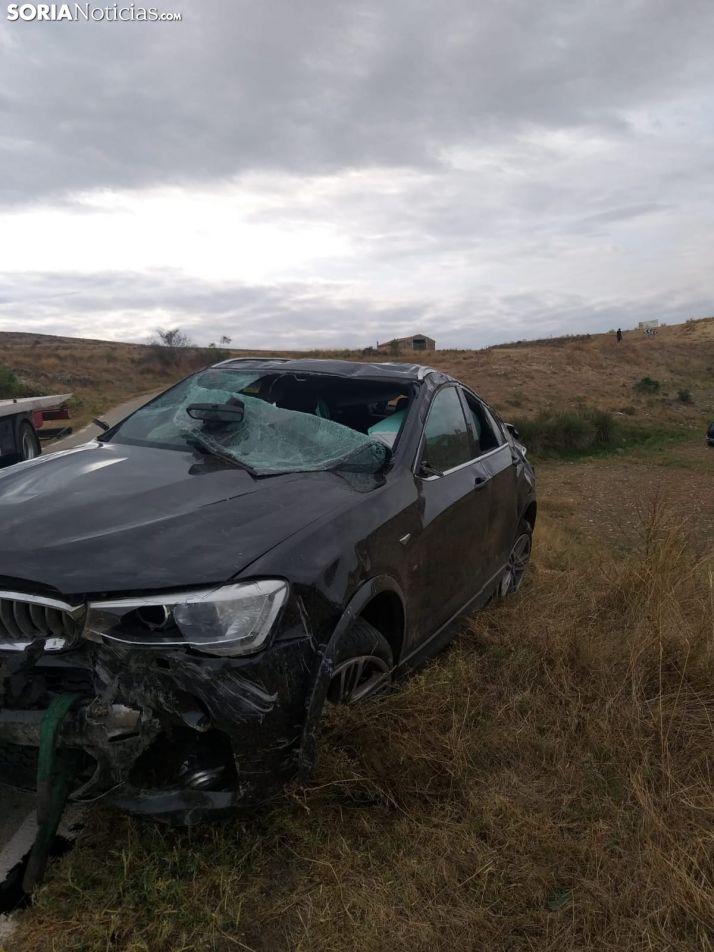 Una imagen del vehículo accidentado en Dévanos. /SN