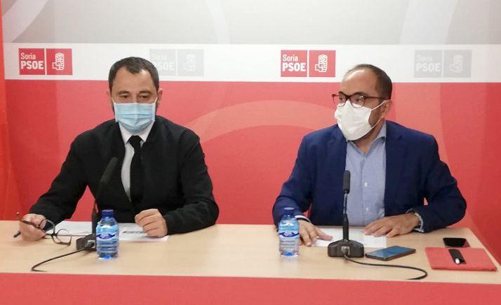 Javier Muñoz (izda.) y Luis Rey este martes en comparecencia informativa.