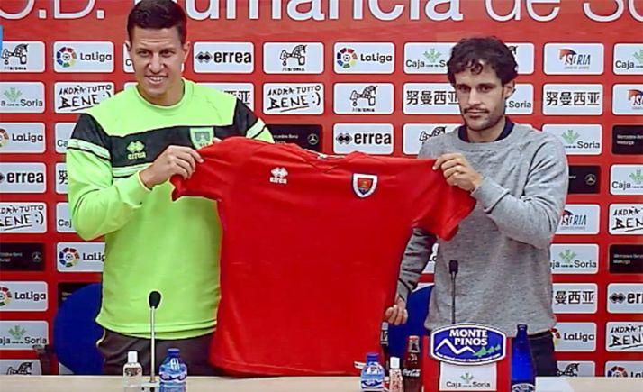 Fernando Alonso (dcha.), junto a José Fran este martes en la sala de prensa de Los Pajaritos. /CDN