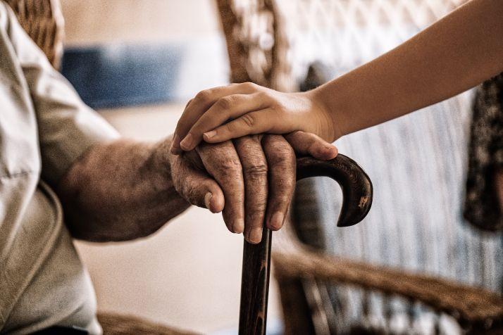 Foto 1 - Las residencias de ancianos de Castilla y León recibirán material de protección frente al Coronavirus