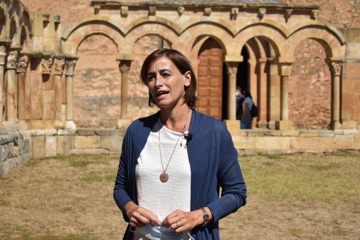 Susana Lozano hablando de los Arcos de San Juan de Duero/ Ayuntamiento de Soria