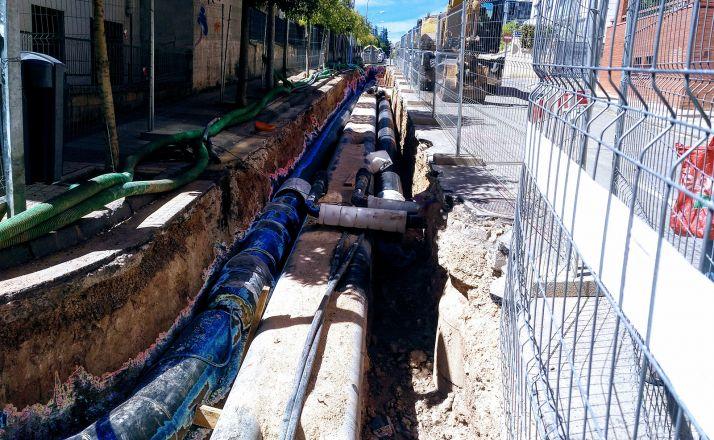 Obras de canalización de la Red de Calor en la calle Pedro de la Rúa. /Rebi