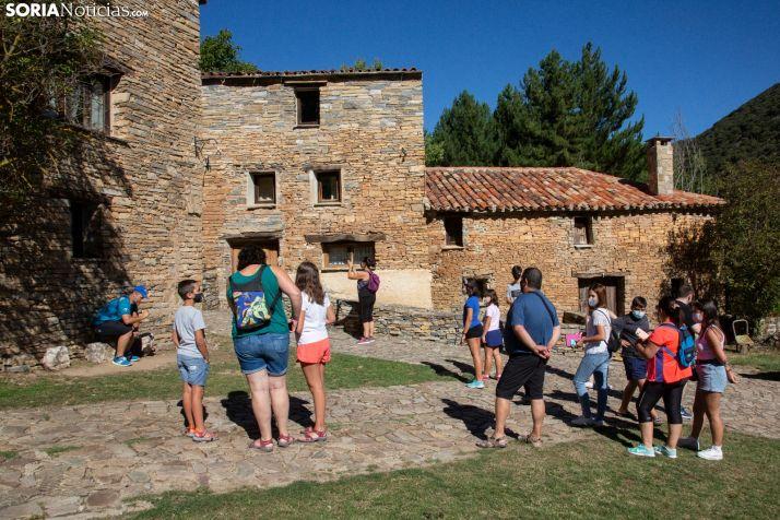 Valdelavilla se llena de visitantes en busca de los escenarios de El Pueblo. /María Ferrer