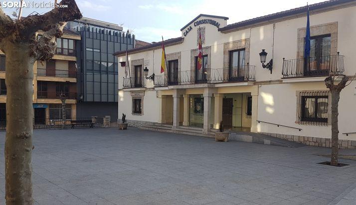 Fachada del Ayuntamiento de San Leonardo.