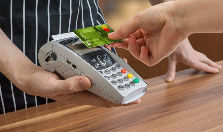 Foto 1 - Unicaja incentiva el uso de tarjetas de pago con el sorteo de 10 unidades regalo de 200 euros