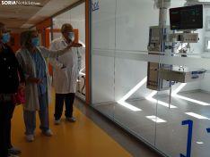 La doctora Fernández, junto a De Gregorio y Delgado, en uno de los nuevos boxes habilitados. /SN