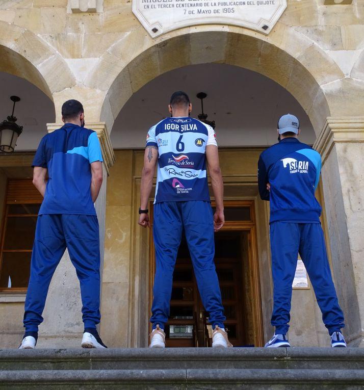 Foto 2 - El CV Río Duero presenta su indumentaria para esta temporada